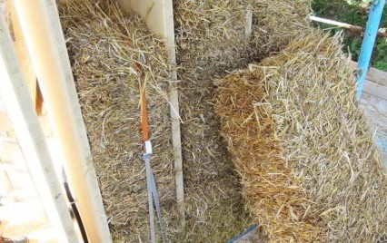 Workshop per l autocostruzione in paglia for Piani di casa di balle di paglia di struttura in legno